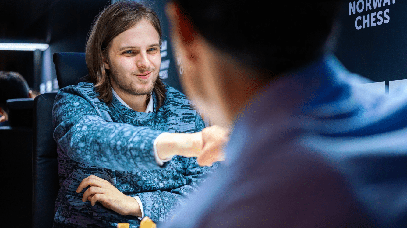 Noruega Chess R6: Rapport Estende Liderança; Carlsen vence o primeiro jogo clássico