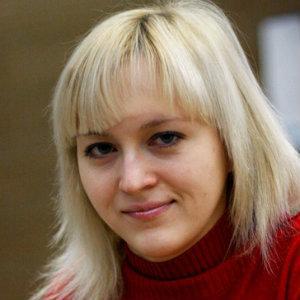 Anna Ushenina Leads Women's World Championship Final