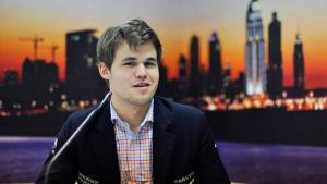 Magnus Carlsen Reviews His Game vs Aronian